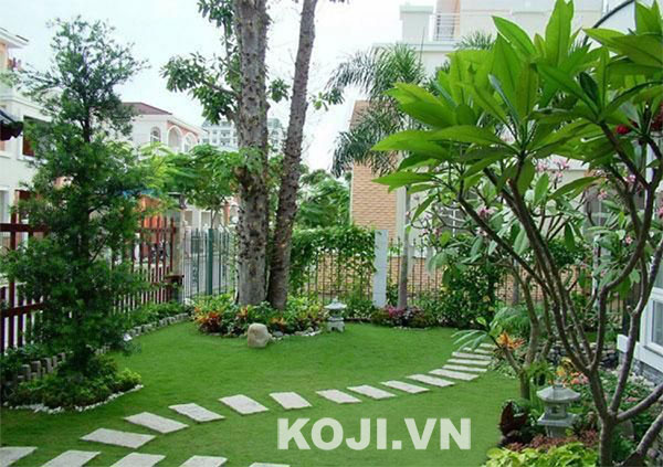 Sân vườn biệt thự kết hợp thảm cỏ xanh
