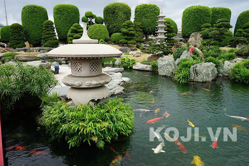 Hồ cá koi ở công viên Rin Rin Park