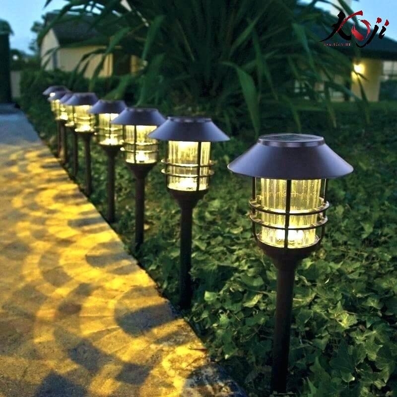 Hệ thống đèn điện sân vườn ở lối đi