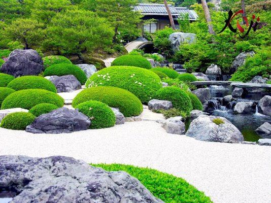 Sử dụng đá, cát, sỏi là chủ yếu trong sân vườn Nhật