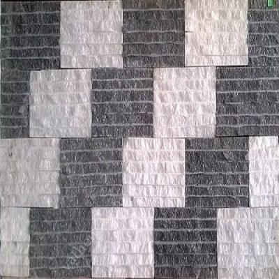Mẫu đá chẻ đen trắng được sắp xếp ốp tường