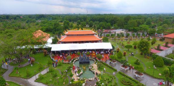 Toàn cảnh không gian khu Nhà Thờ Tổ của danh hài Hoài Linh