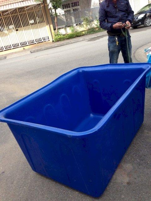 Bể hình chữ nhật chưa được lên tới 1 khối nước