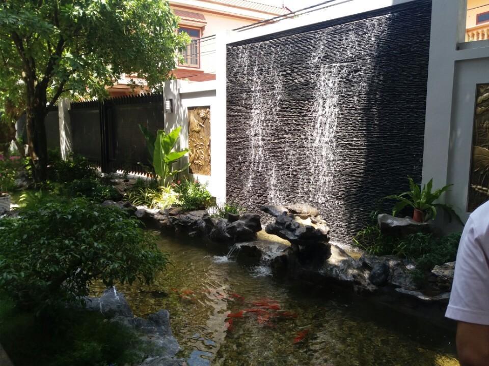 Trang trí hồ cá koi Nhật với tường nước