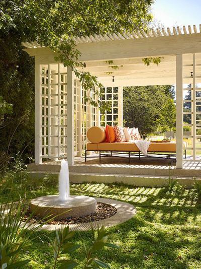 Vị ngoài sân vườn là ý tưởng không tồi cho một thiết kế đài phun nước
