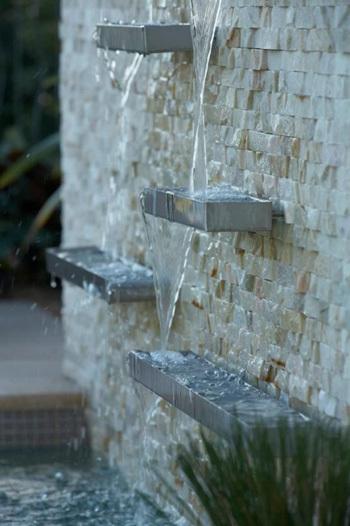 Hay đến đài phun nước trên tường cũng đang rất được chú ý