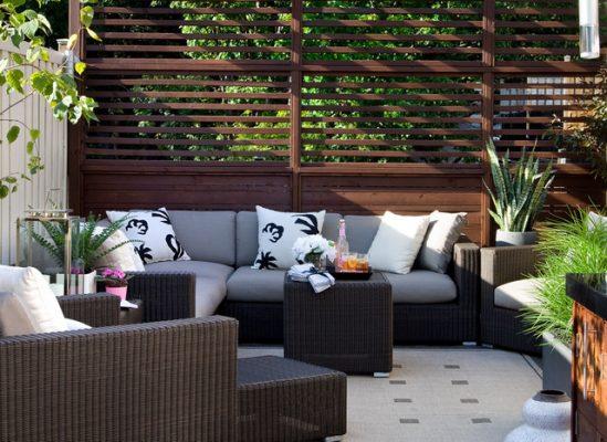 Mẫu sân vườn sân thượng có trang trí sofa