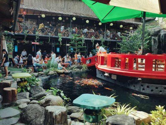 Ý tưởng thiết kế quán cafe hồ cá koi hiện nay thu hút được rất nhiều khách hàng
