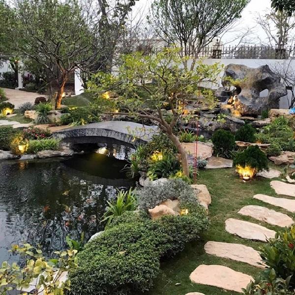 Hình dáng hồ sẽ có ảnh hưởng quan trọng tới phong thủy và giá trị cảnh quan ngôi nhà
