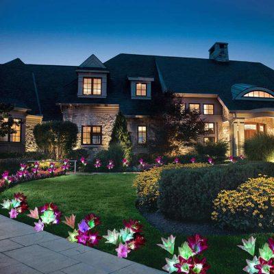 Tiểu cảnh sân vườn đẹp vào ban đêm sẽ tỏa sáng hơn khi bạn trang trí thêm ánh đèn