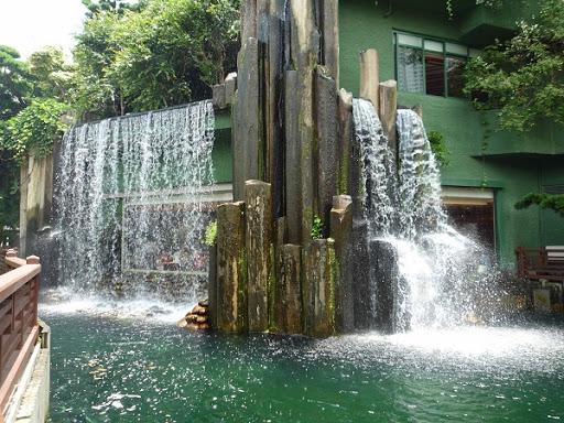 Tường thác nước kết hợp với hòn non bộ