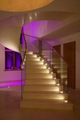 Trang trí đèn cầu thang