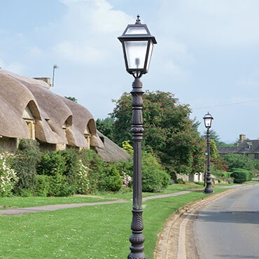 Đèn trụ cao cho sân vườn