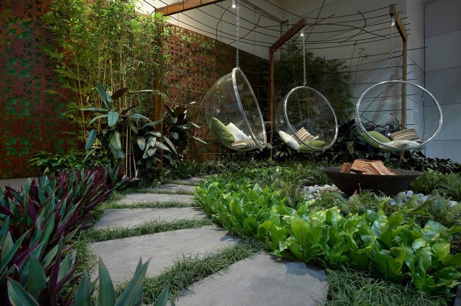Trang trí làm nổi bật cả khu vườn