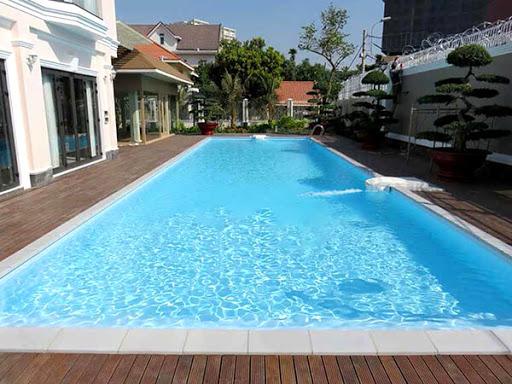 Hồ bơi chân mây khách sạn