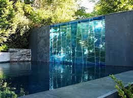 Tường nước kết hợp bể bơi