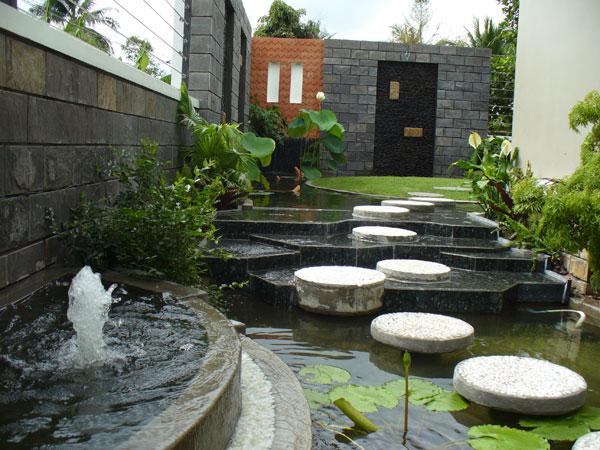 Thiết kế sân vườn nhỏ đơn giản sau nhà