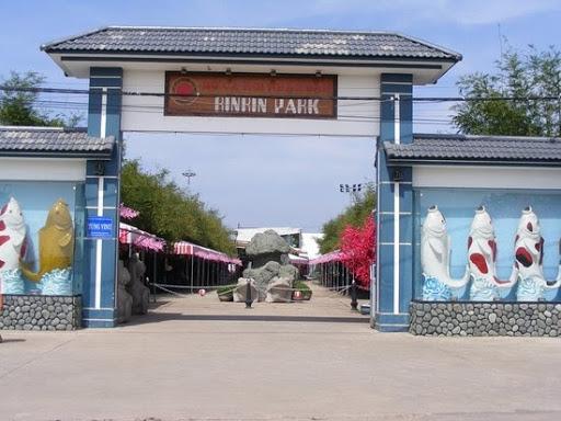 Cổng vào công viên cá Koi Rin Rin Park tại Hóc Môn