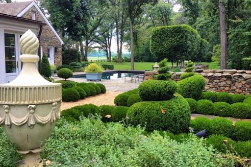 Sân vườn theo phong cách Châu Âu cho sân sau